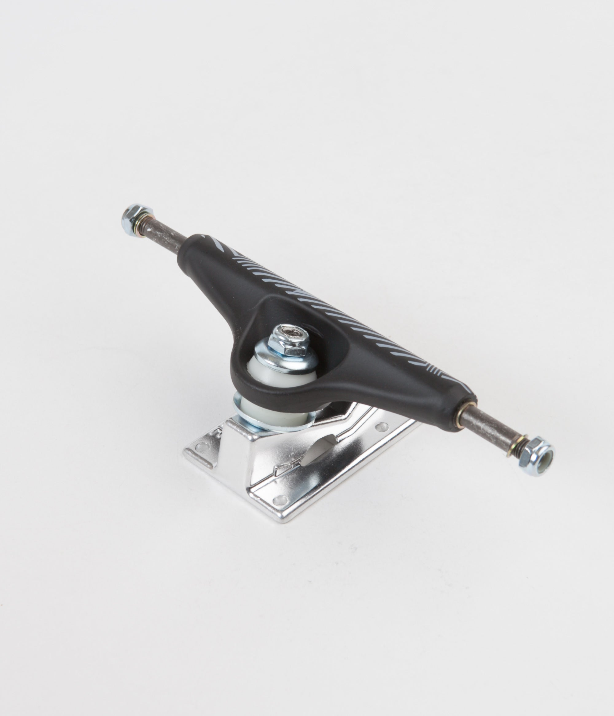 Venture 5.25 V Light Low Lucien Linear Truck - Black / Silver