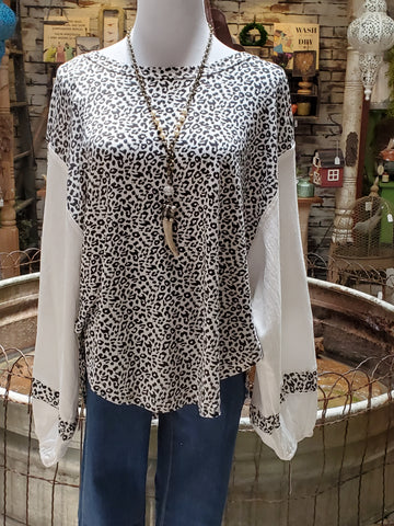 Leopard Pattern Knit Top With Balloon Sleeves