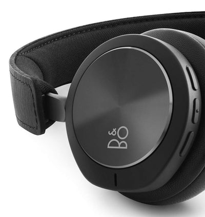 Beoplay H8i buttons on bottom of right ear cup