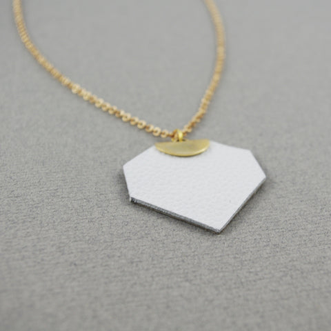 White Léanne Necklace | Collier Léanne blanc et doré