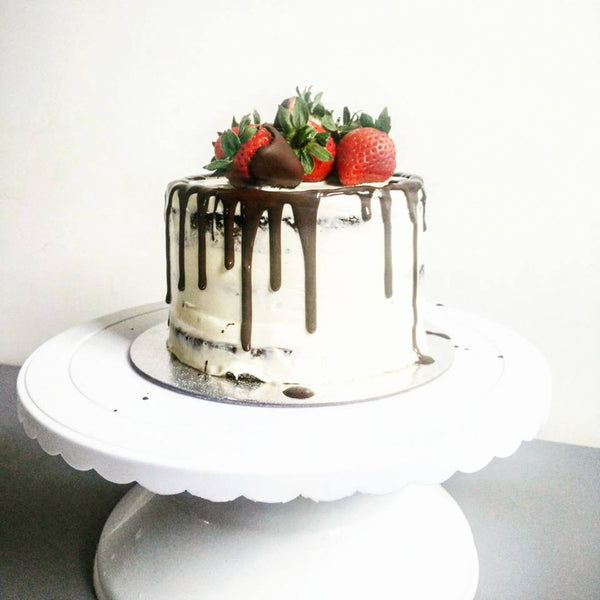 Chocolate Vanilla Naked Drip Cake (Strawberry)