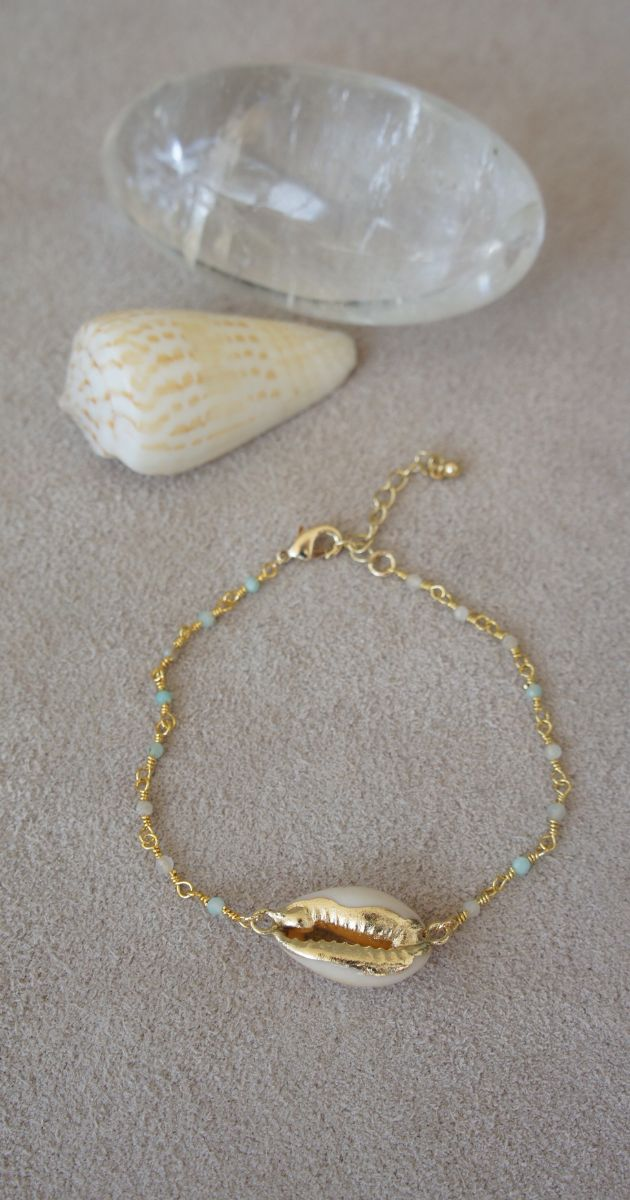 Bean shell bracelet with Amazonite