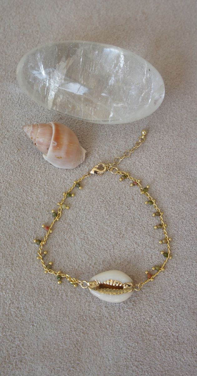 Bean shell bracelet with Unikate stone