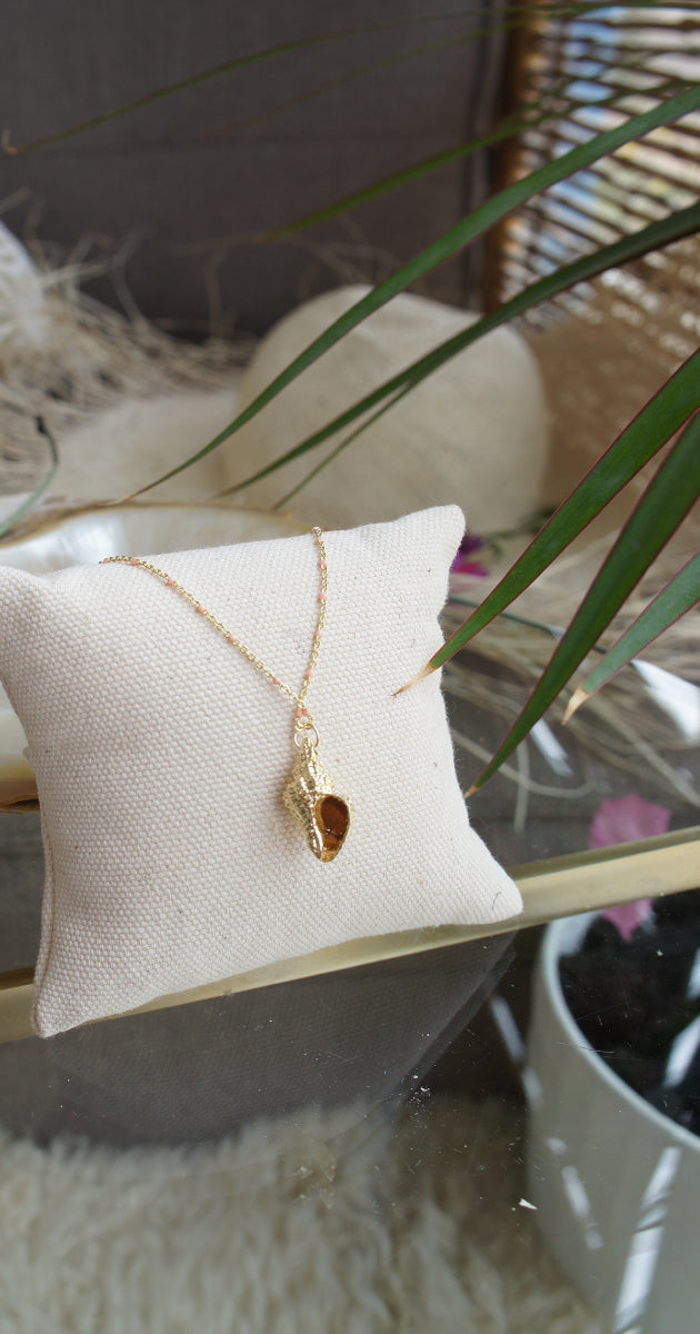 Necklace gold conch shell