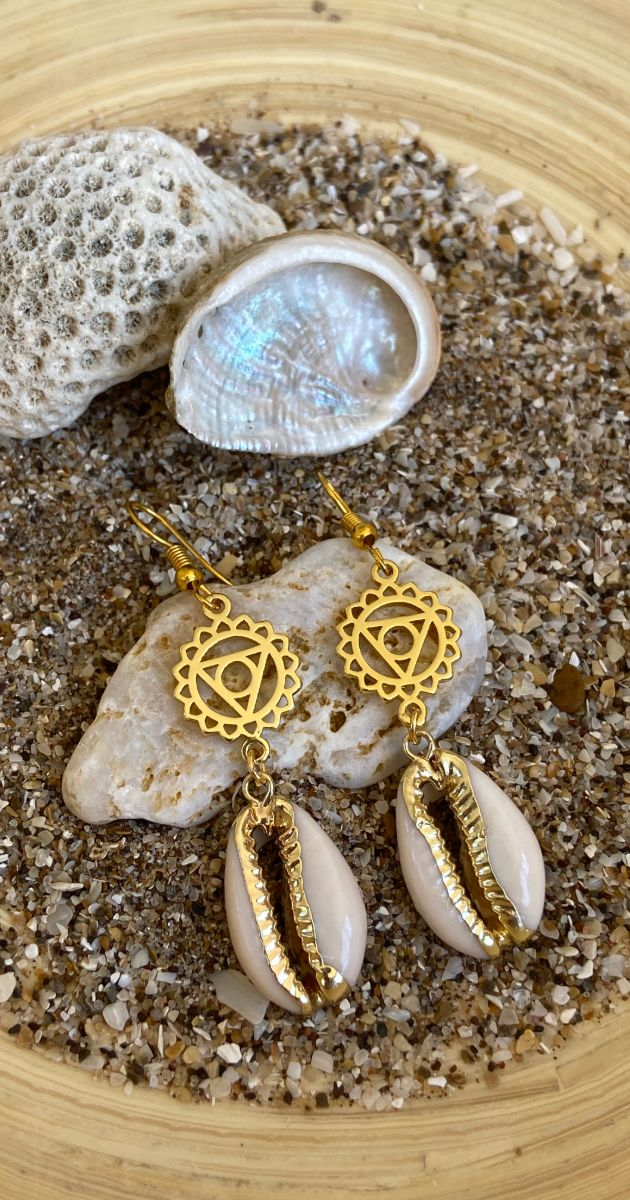 Bean shell chakra earrings Symbol