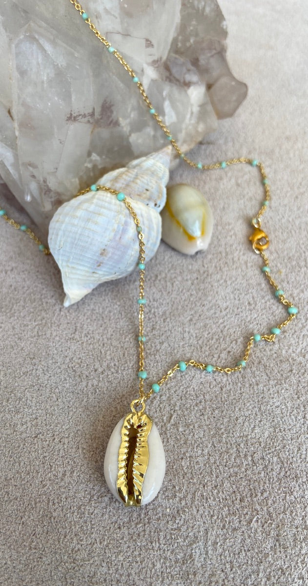 Necklace gold bean shell
