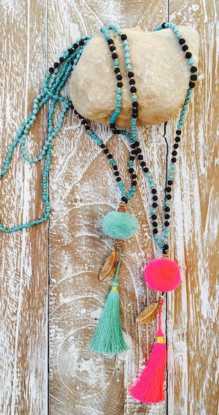 A fine and elegant long necklace is this Pom Feather Tassel necklace. Made from black and turquoise stone beads that come together to a furry ball of turquoise...
