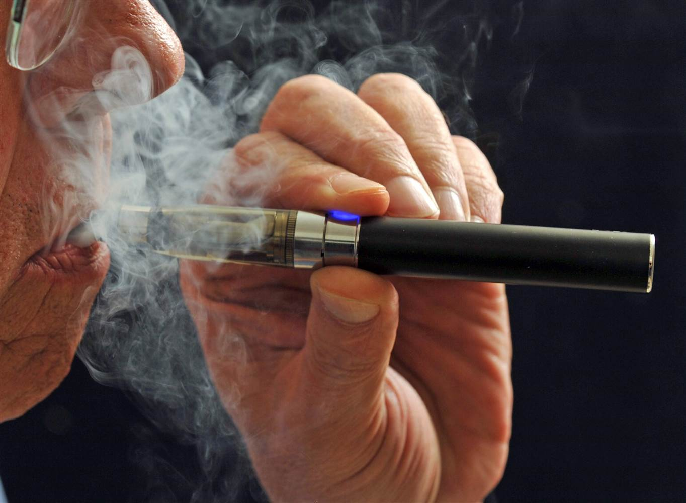 Vaping study suggests high-nicotine e-liquids offer better odds to quit smoking