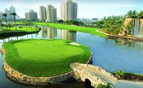 Rent golf clubs in Miami