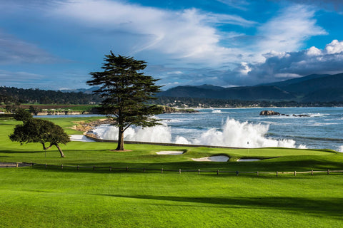 Rent golf clubs in Pebble Beach
