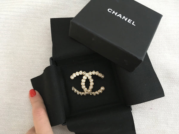 CHANEL LOGO 18A 2018 CC LARGE BROOCH JUST AMAZING Ladies