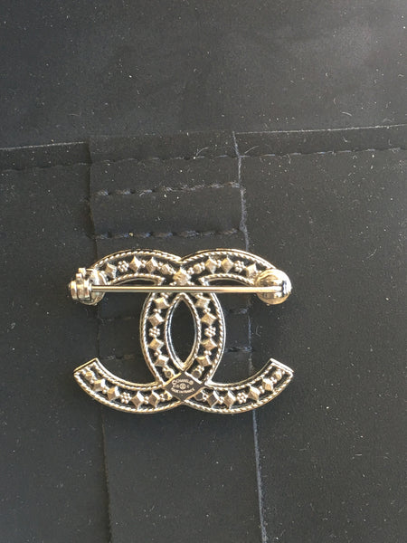 CHANEL 2015 Collection Silver Metal Brooch CC Pin Dubai Moonlight 15C Ladies