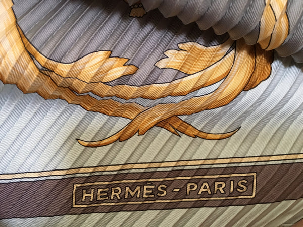 "HERMÈS SQUARE SCARF ""CROWNS / LES COURONNES"" BY JULIA ABADIE PLISSÉ PLEATED Ladies"