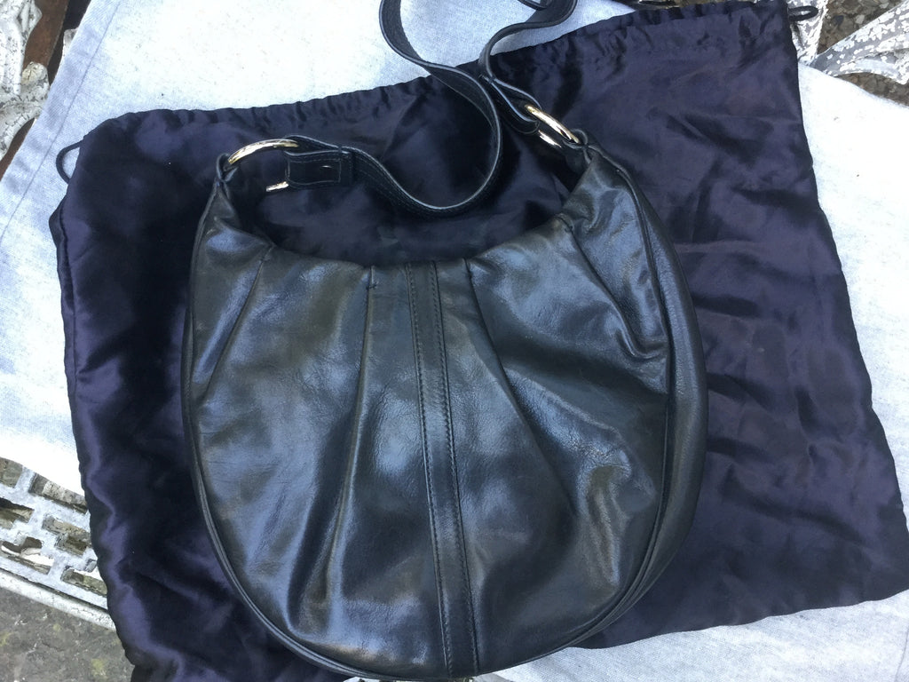 ... YVES SAINT LAURENT BY TOM FORD YSL RG CLASSIC PLEATED HOBO HANDBAG  LADIES ... 4a7884fa9ca42