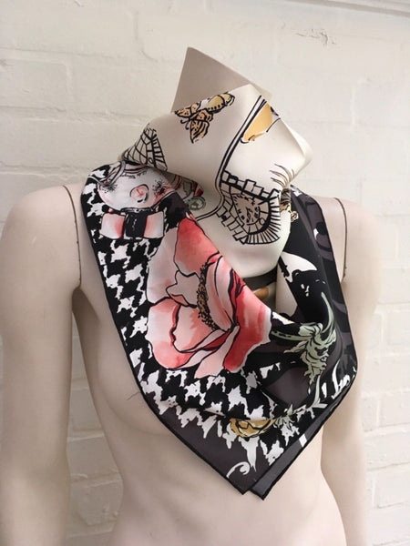 Salvatore Ferragamo silk scarf with jaguar and fashion motif Amazing design Ladies