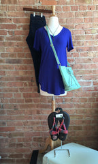 royal blue v-neck, blue jeans, sandals, mint crossbody