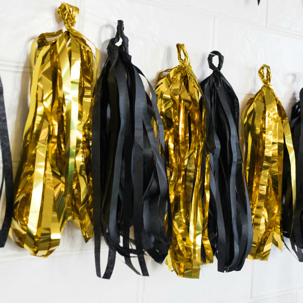 gold and black party decorations