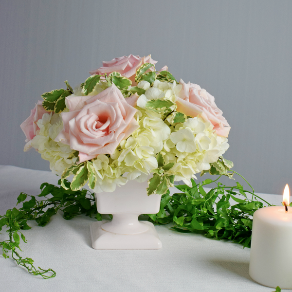 Blush rose and hydrangea centerpiece makes