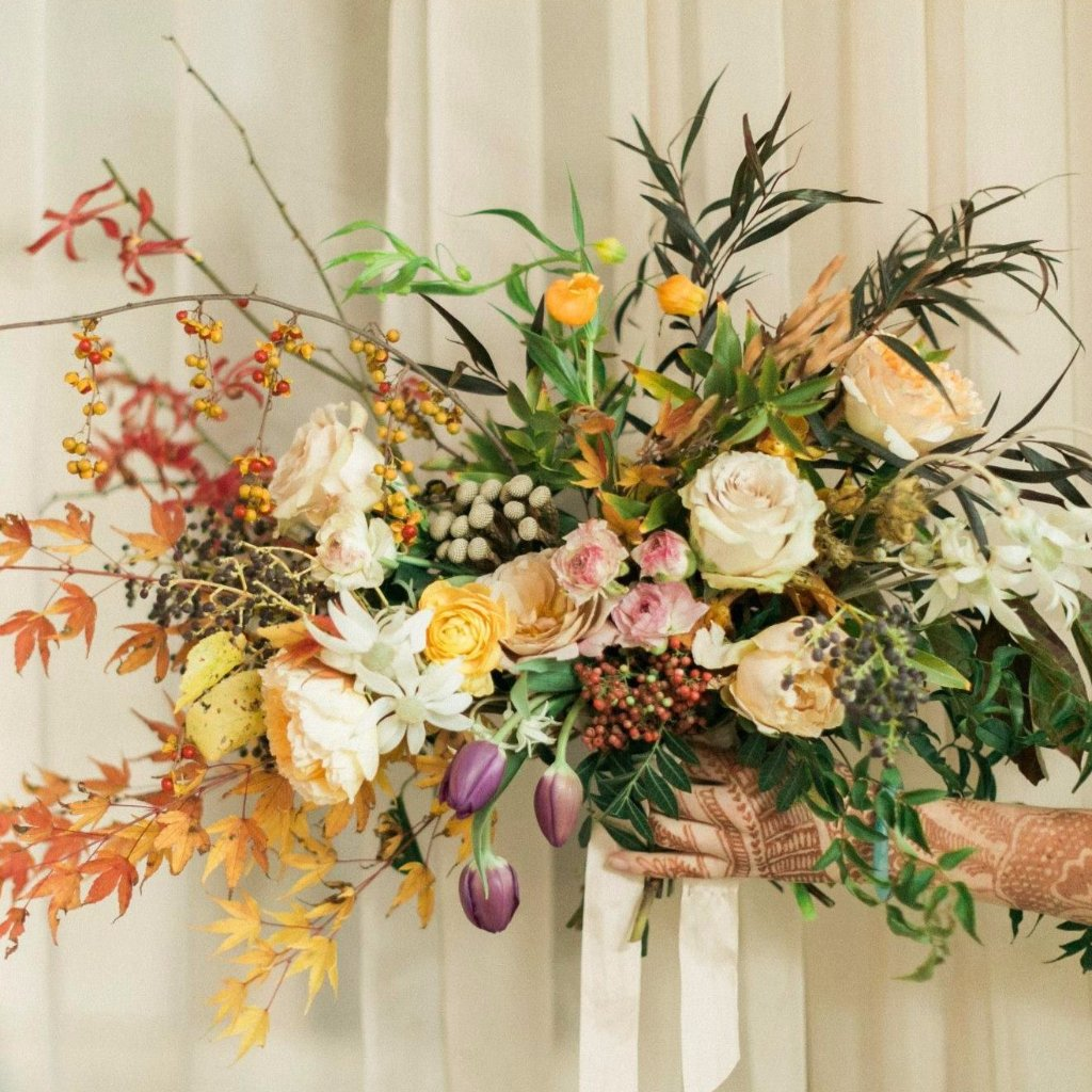 Fall bouquet | Fall bridal bouquet | Organic bouquet | Garden roses | Hypericum berries | Brunia berries | Spray roses | Wild bouquet | Foraged bouquet | Agonis | Airy red greenery | DIY flowers | DIY bride | DIY wedding | DIY florist | DIY bridesmaid bouquet | DIY bridal shower | DIY wedding decorations | DIY bridal bouquet