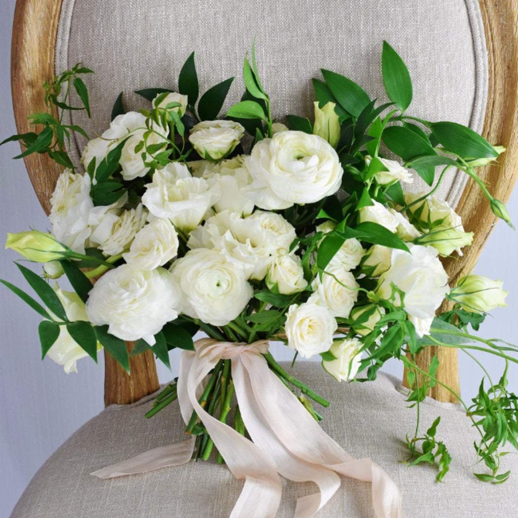 Organic white bridal bouquet flower moxie organic white bridal bouquet izmirmasajfo