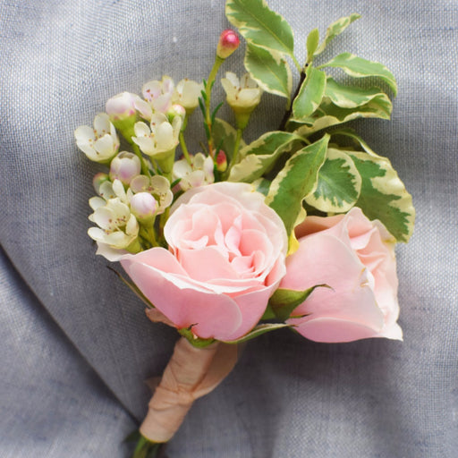 Boutonniere | Bout | green and blush bouts | green blush boutonniere | DIY bride | DIY wedding | DIY flowers | pink rose | silver queen pittosporum | white wax flower