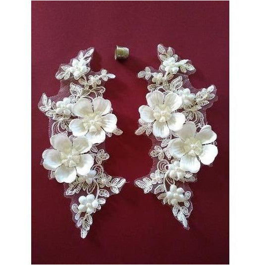 LA-056: White 3D pair with pearl beads