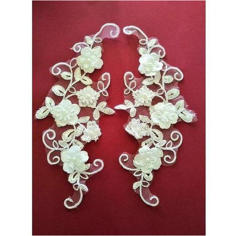LA-066: 3D Off white lace applique pair