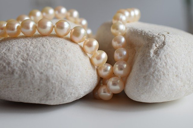 Fake pearls vs. real pearls