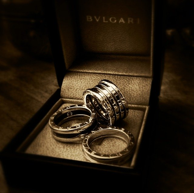 Alternatives to Black Gold bulgari gold rings