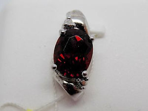 1.8 ct. Oval cut Natural Garnet Pendant in Sterling Silver NWOT 163