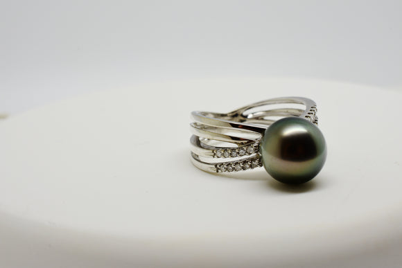 10.25-10.5mm Black Tahitian Pearl with Silver overtones and .20 Ct. Diamond 14K Ring WG 5.9 gr Size 7