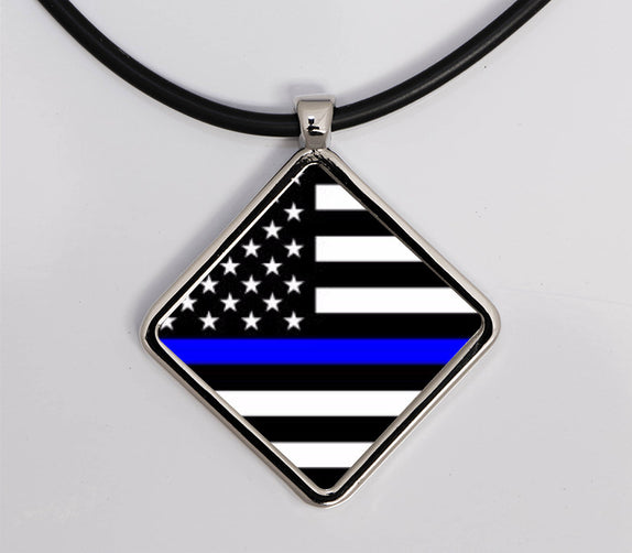 Thin Line - Necklace Diamond Horizontal Flag