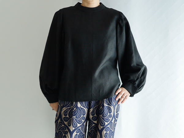 <RS21T21NR> NOIR  BALLOON SLEEVES Blouse