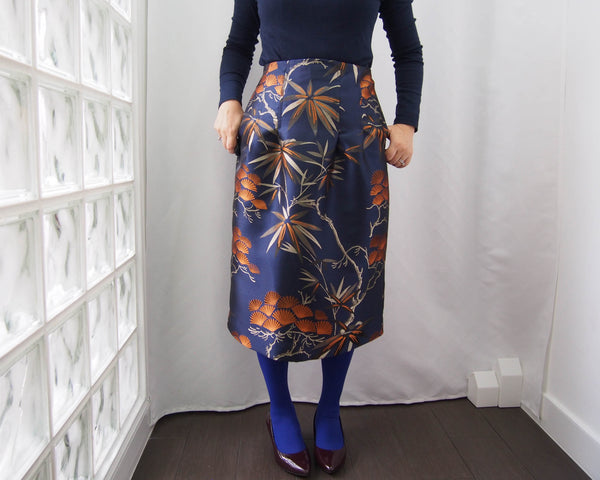 <RS19S24-002> KABUKI Semi tight skirt