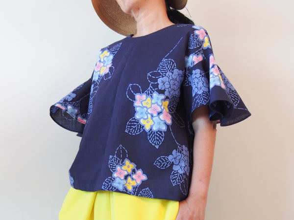 <RS18T12-002> OKINAWA Top Bell shaped Sleeves