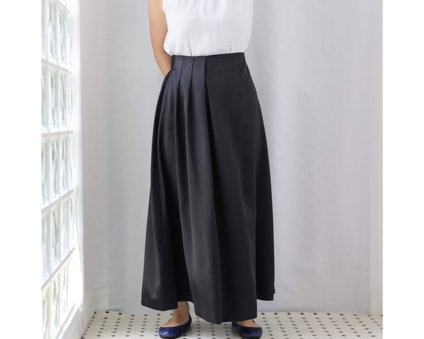 <RS20S23B> SATIN SKIRT Black