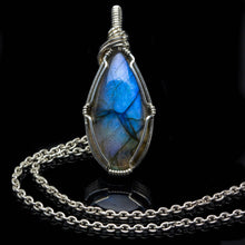 Load image into Gallery viewer, Labradorite: Pendant of Power