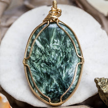 Load image into Gallery viewer, Seraphinite And Gold Pendant