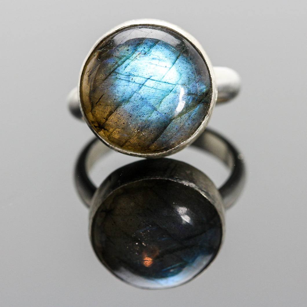 Manifestation : Labradorite and Sterling Silver Ring
