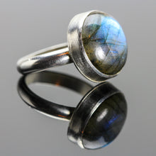 Load image into Gallery viewer, Manifestation : Labradorite and Sterling Silver Ring