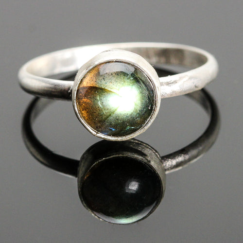 Magic : Labradorite and Sterling Silver Ring (Small stone)