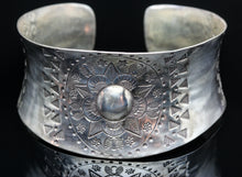 Load image into Gallery viewer, Mandala Design Silver Bracelet