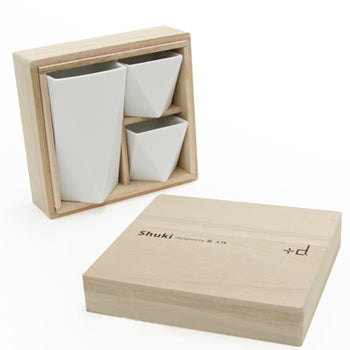 Shuki Sake Bottle and Cups Set by +d