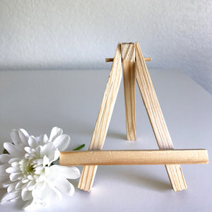 Mini Wooden Easels, perfect for displaying up to size 6x8 artwork