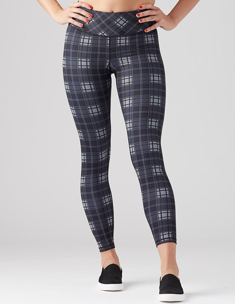 Elongate Legging Print: Black Plaid