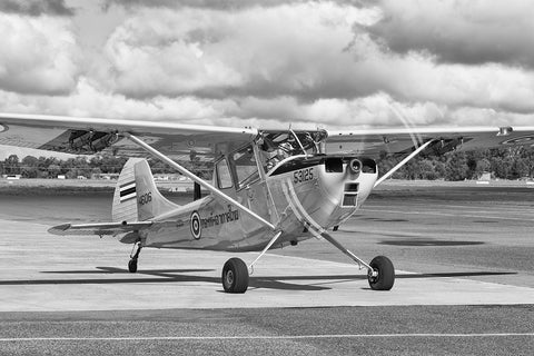 Image of an O-1A Bird Dog while it taxis at Temora Airport.