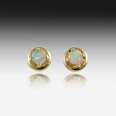 18kt Yellow Gold Opal studs