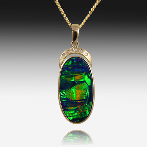 14kt Yellow Gold pendant with Opal and Diamonds