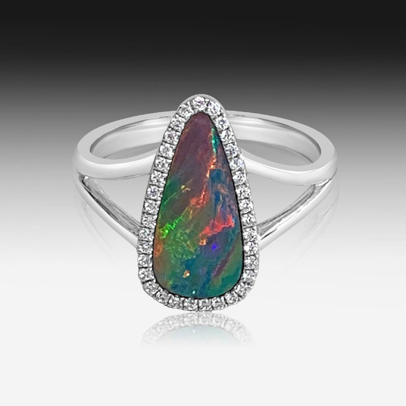 14kt White Gold Cluster ring with Opal and diamonds