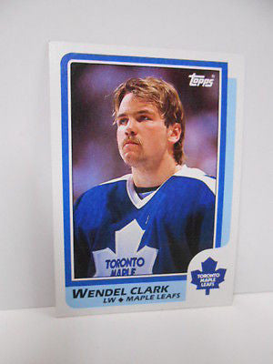 Toronto Maple Leafs Wendel Clark Topps rookie hockey card